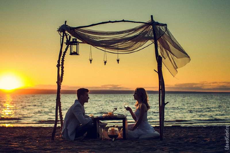 ужин на берегу